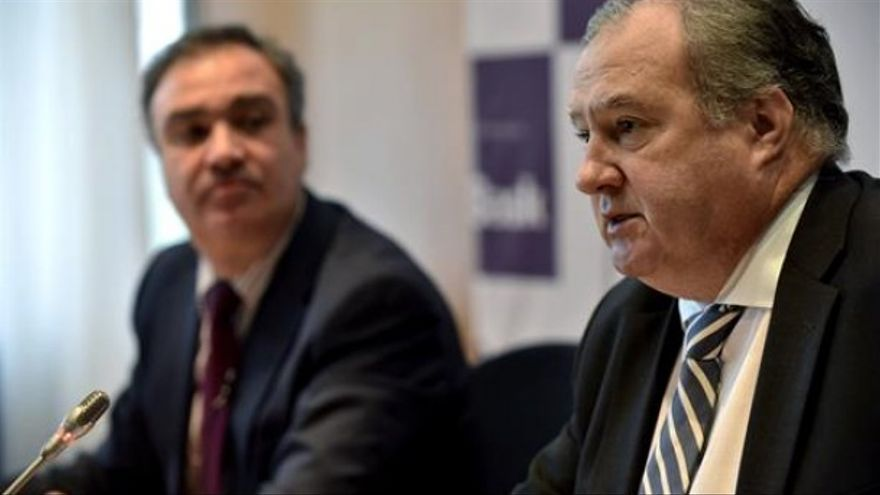 Roberto Larrañaga, presidente de Confebask (a la derecha).
