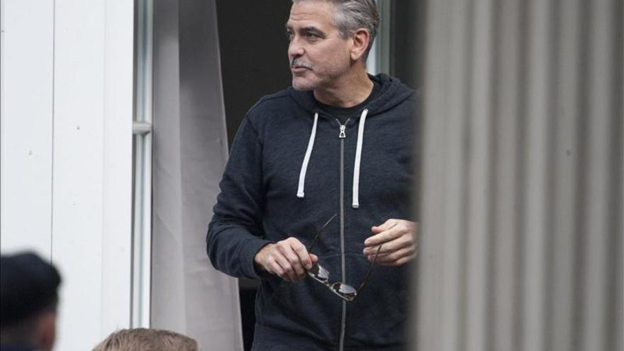 Clooney celebró su 52 cumpleaños rodeado de amigos y compañeros en Alemania