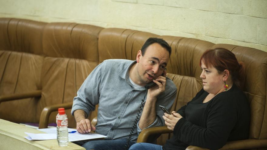 José Ramón Blanco y Verónica Ordóñez en el Parlamento de Cantabria. | JOAQUÍN GÓMEZ SASTRE