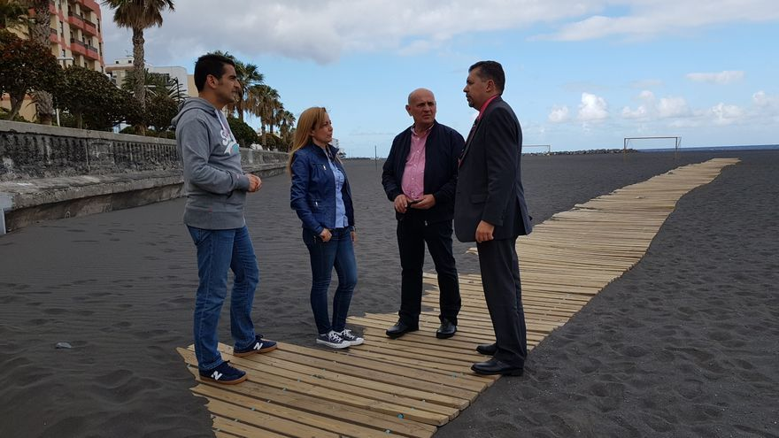 El grupo Popular en la playa de Santa Cruz de La Palma.