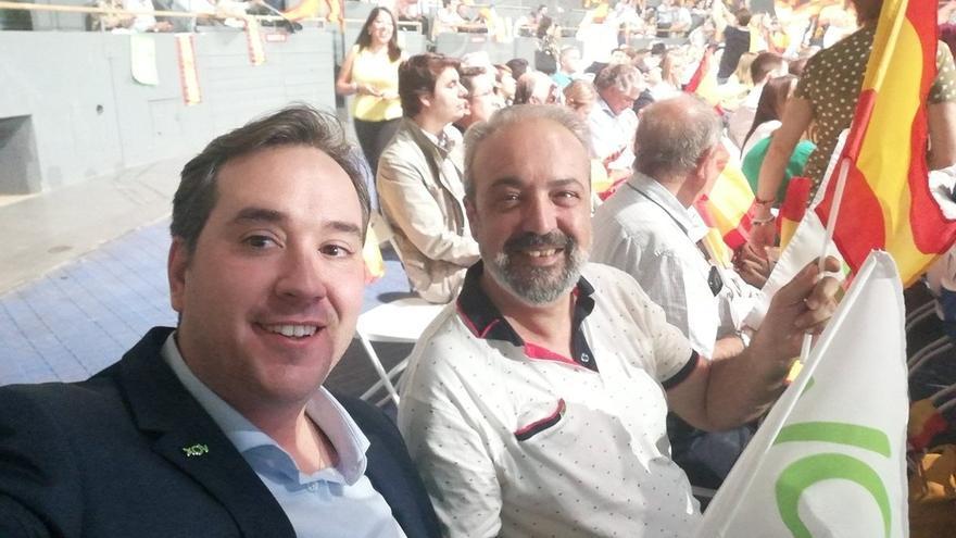 A la derecha, el concejal de Vox en el Ayuntamiento de Castelló, Luciano Ferrer, en un acto del partido ultra en Vistalegre en 2019.