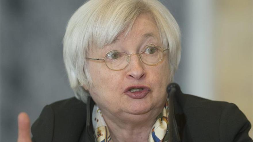"""Yellen ve """"apropiada"""" la subida de los tipos este año si la economía sigue mejorando"""