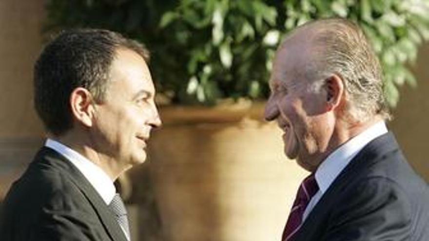 Zapatero y el Rey se reúnen en el Palacio de Marivent de Palma