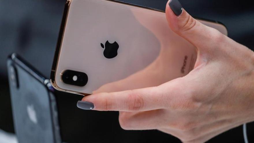 Apple trata de controlar daños tras revisar a la baja las ventas de iPhones