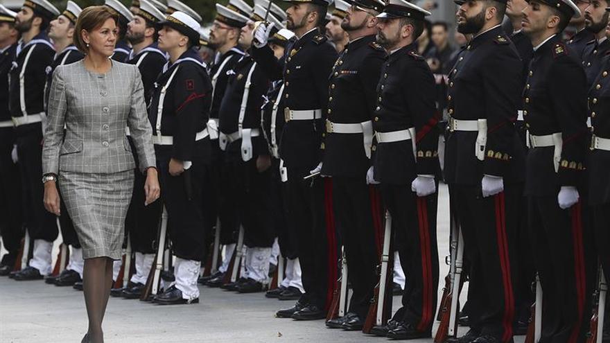 Cospedal se reúne por primera vez con la cúpula de la Armada