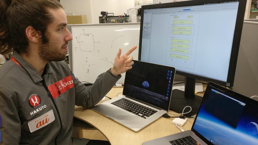 Oriol Gásquez en la sede de ispace, la 'startup' responsable del equipo Hakuto, en Tokio.