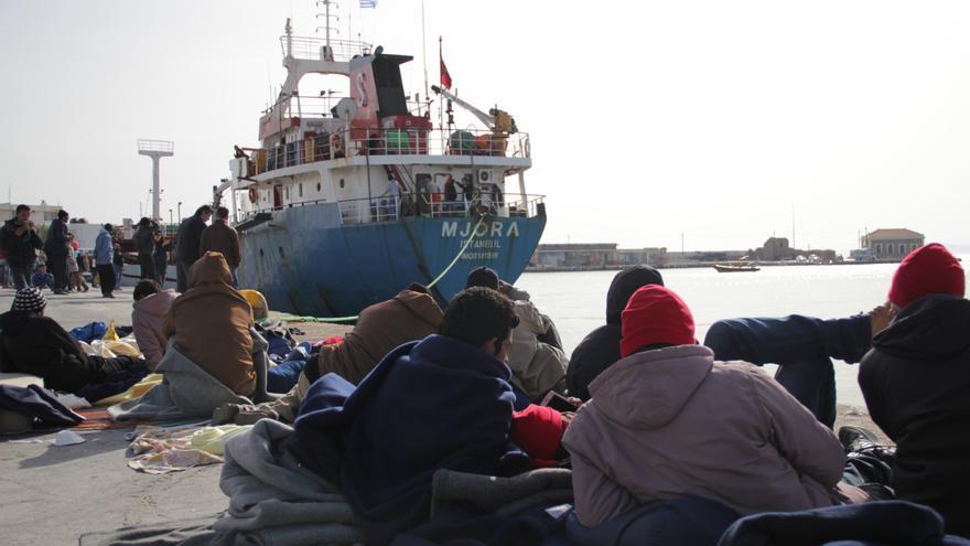 Acampada de refugiados y migrantes que se escaparon del centro de detención de Quíos levantada en el puerto de la ciudad para protestar contra las deportaciones. | Daniel Rivas Pacheco.