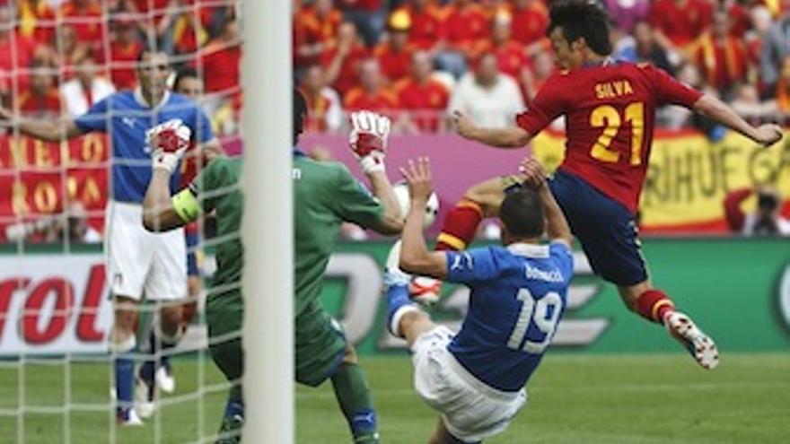 Silva durante el choque contra Italia. (rfef.es)
