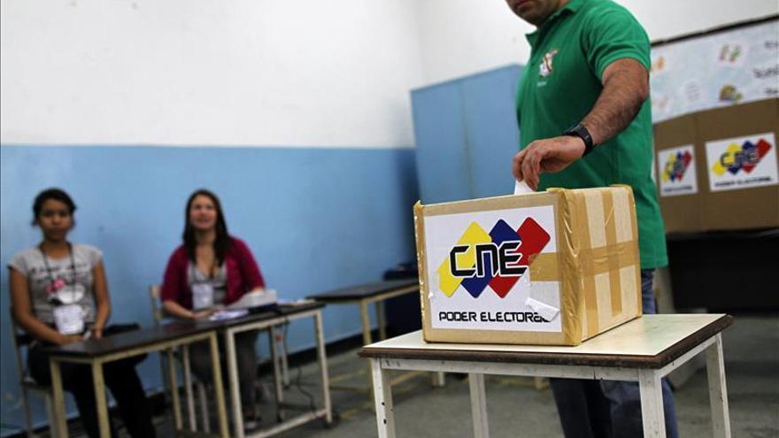 El chavismo moviliza a sus electores en un simulacro electoral a un mes de los comicios