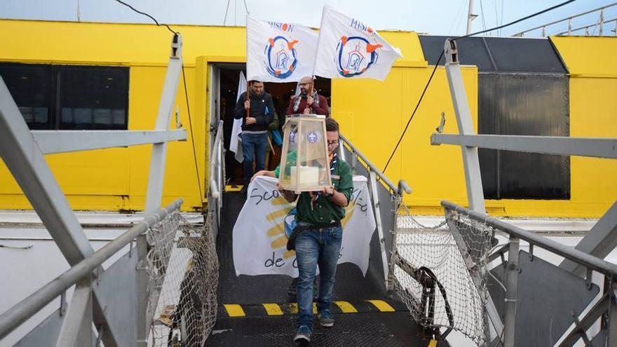La 'Luz de la Paz de Belén' a su llegada este viernes a Tenerife.