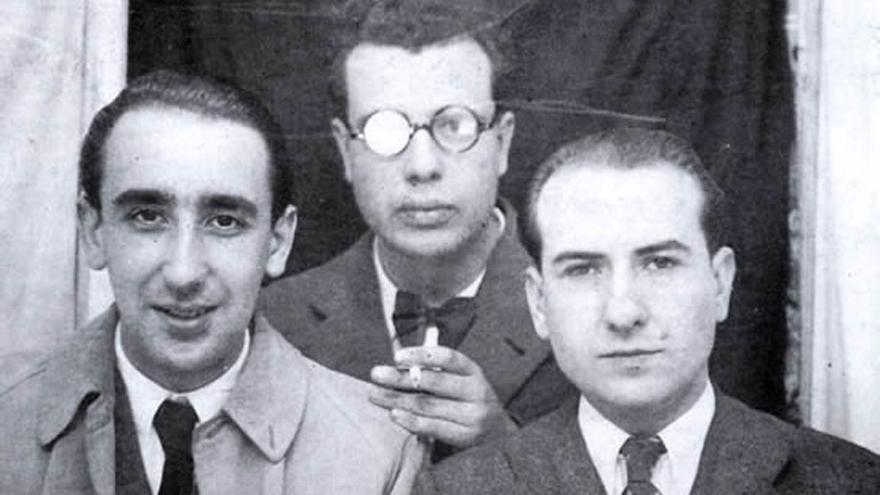 Álvaro Cunqueiro, Francisco Fernández del Riego e Ricardo Carvalho Calero na Compostela da II República.
