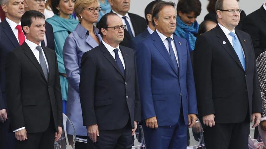 Valls guía a Alberto de Mónaco en Matignon, un palacio que fue de su familia
