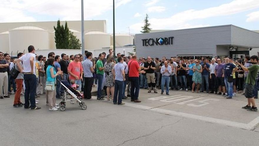 Concentración de trabajadores de Tecnobit. Foto: www.advaldepenas.com