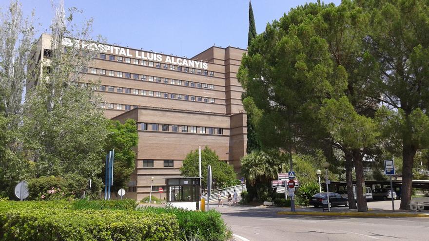 El hospital Lluís Alcanyís ha tenido que cerrar durante 8 días una planta con 36 camas