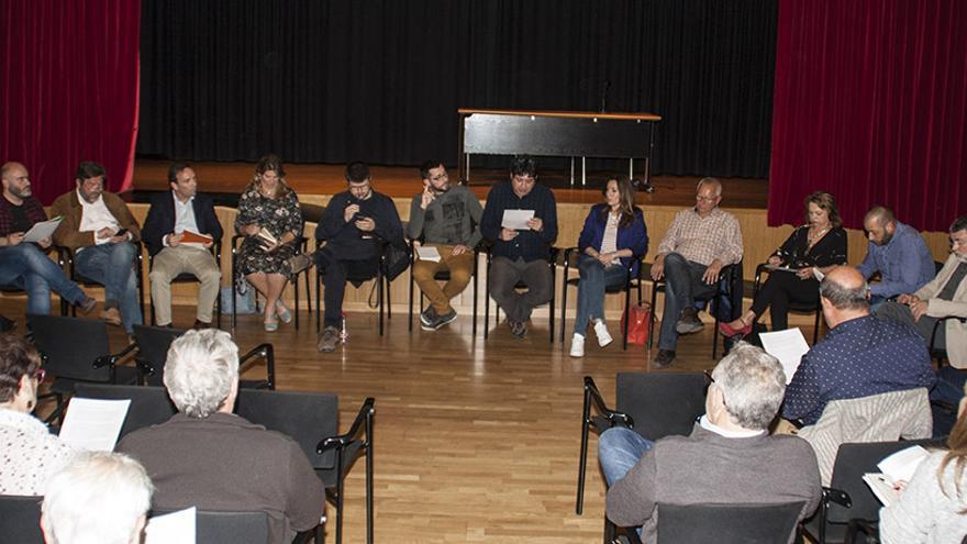 Un momento de la reunión celebrada en la Casa de la Cultura de Dénia.