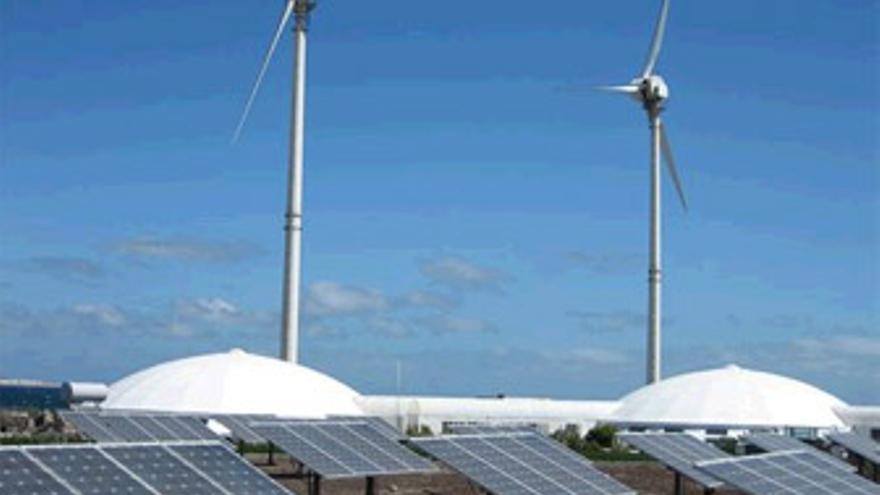 Endesa participa actualmente en quince parques eólicos en Canarias, junto con instituciones públicas y empresarios locales.
