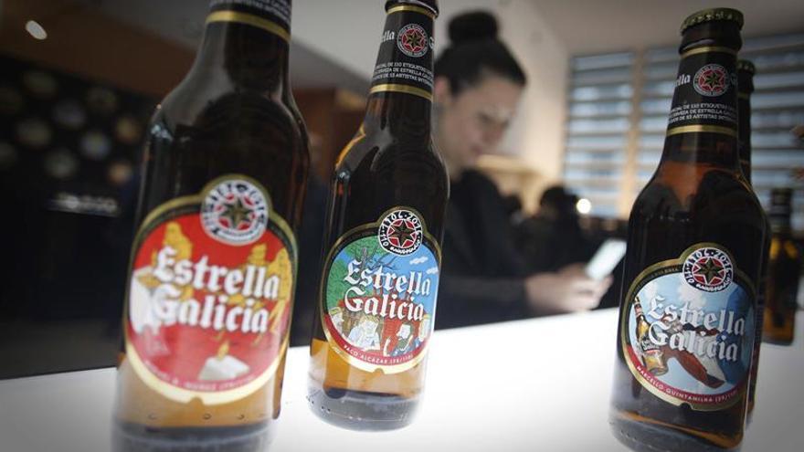 Estrella Galicia lanza 220 millones de botellas con 110 etiquetas especiales