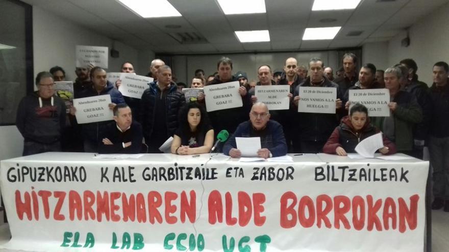 Los sindicatos, cuando convocaron la huelga de limpieza. Foto: ELA