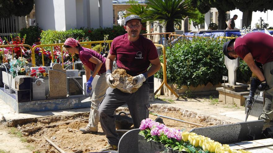 Els investigadors han començat les excavacions al cementeri de Paterna