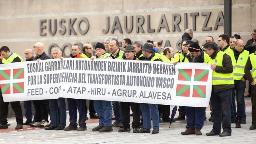 Transportistas vascos piden el mismo trato fiscal que en el resto de España