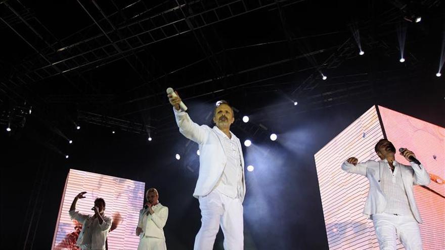 """Bosé encanta con """"Amo"""" a un Quito que sigue apasionado por el Amante bandido"""