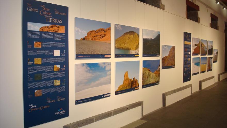 Fotos montadas en el recinto de la Fundación CajaCanarias en Garachico