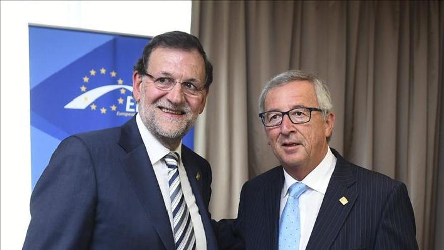 El presidente del Gobierno, Mariano Rajoy, y el de la Comisión Europea, Jean Claude Juncker. / Efe