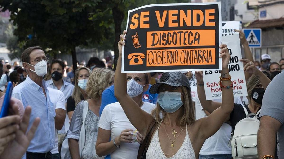 Protesta de empresarios de hostelería de Cantabria frente al Gobierno. Archivo