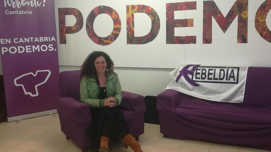 Mónica Rodero en la sede de Podemos en Cantabria.