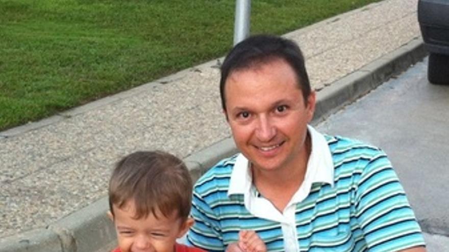 Imagen De Bretón Con Su Hijo José