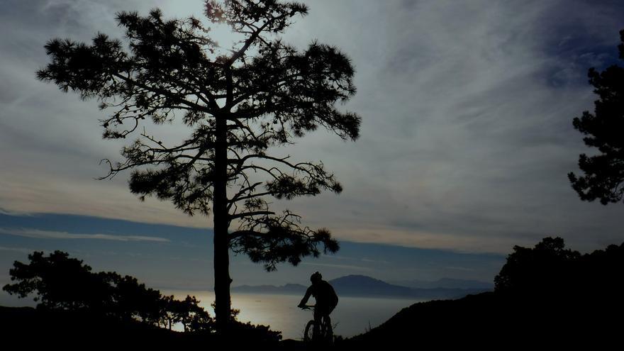 Los amantes de la bicicleta encontrarán en Andalucía kilómetros de sendas, senderos y vías verdes perfectamente habilitadas para circular por ellas sobre dos ruedas.