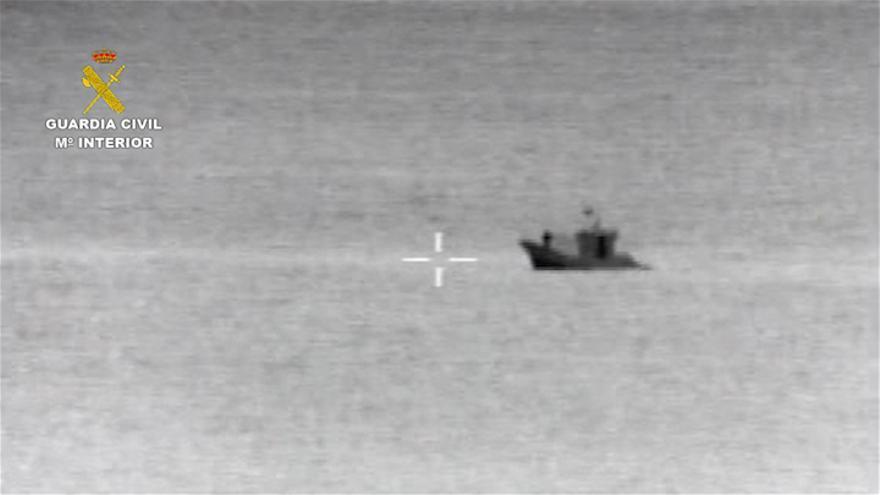 La Guardia Civil denuncia a una embarcación que ponía nasas ilegales en Fuerteventura