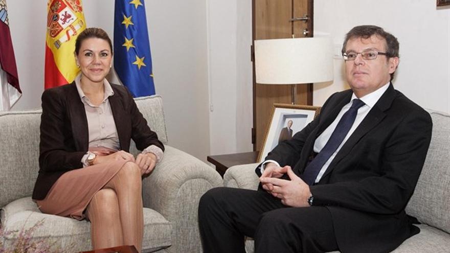 La expresidenta María Dolores de Cospedal y el rector de la UCLM, Miguel Ángel Collado
