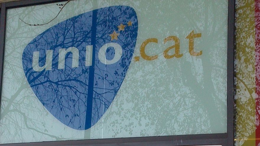 La sede de Unió aparece con los cristales rotos tras la derrota electoral