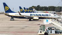 Ryanair se escuda en los problemas del 737 MAX para cerrar bases en España y oculta el número de despidos
