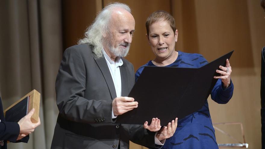 Montxo Armendáriz recibe en Madrid el Premio Francisco de Javier 2015