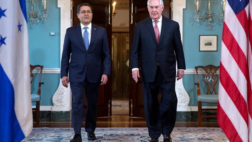 El presidente de Honduras se reúne con Tillerson y congresistas en Washington