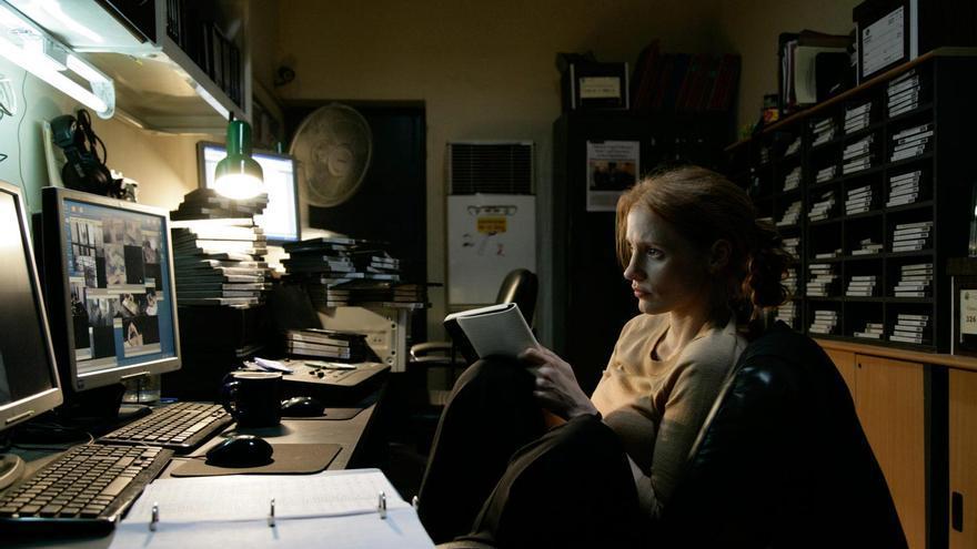 En la película, la agente de la CIA Maya examina de forma obsesiva cintas de interrogatorios.