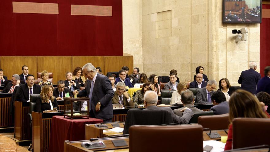 Pleno del Parlamento de Andalucía de diciembre de 2015.