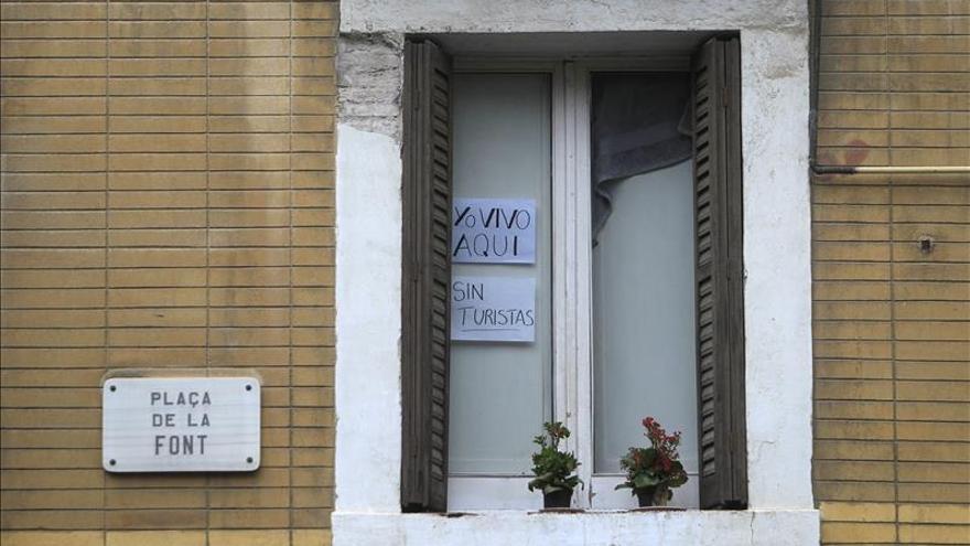 El Ayuntamiento aumentará el control a los pisos turísticos de la Barceloneta sin abolirlos