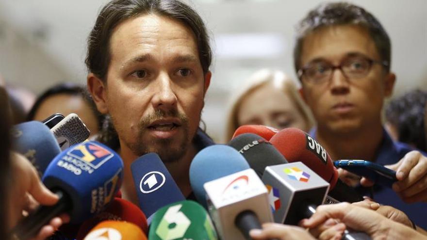 """Iglesias y Errejón se enzarzan en Twitter sobre cómo """"seducir"""" a sus votantes"""