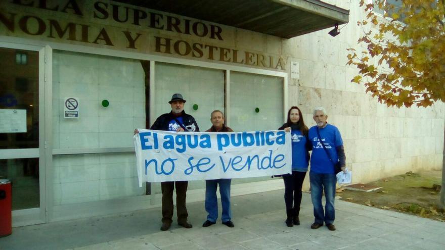 Miembros de la Plataforma contra la Privatización del Agua en Alcázar de San Juan, hoy en Toledo