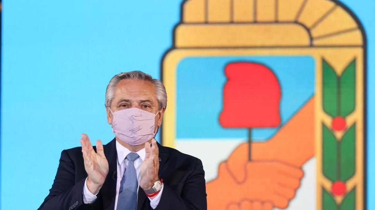 Alberto Fernández asumió la presidencia del PJ en un acto en el estadio de Defensores de Belgrano