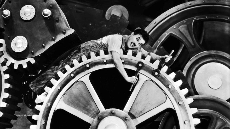 Fotograma de 'Tiempos modernos', un largometraje escrito y dirigido por Charles Chaplin.