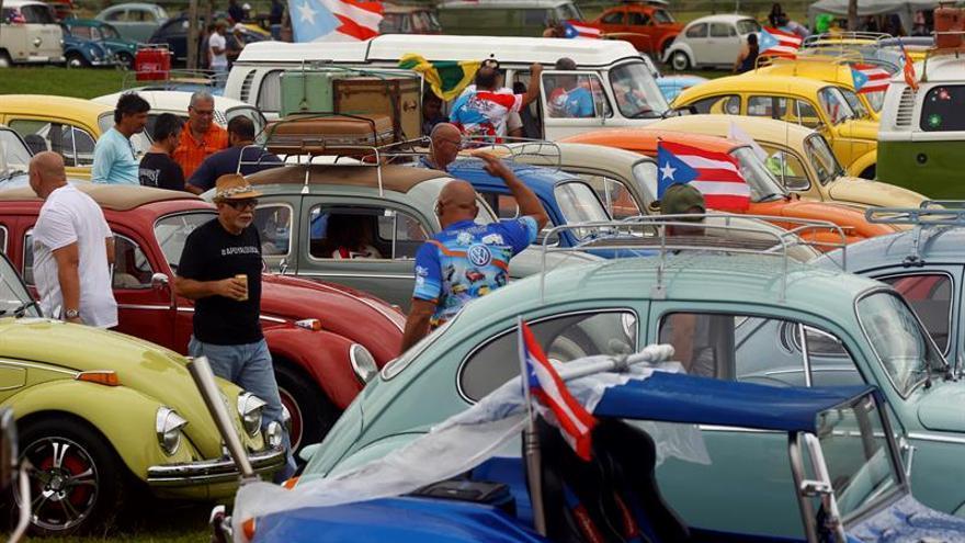 Puerto Rico bate récord mundial de desfile de automóviles antiguos en movimiento