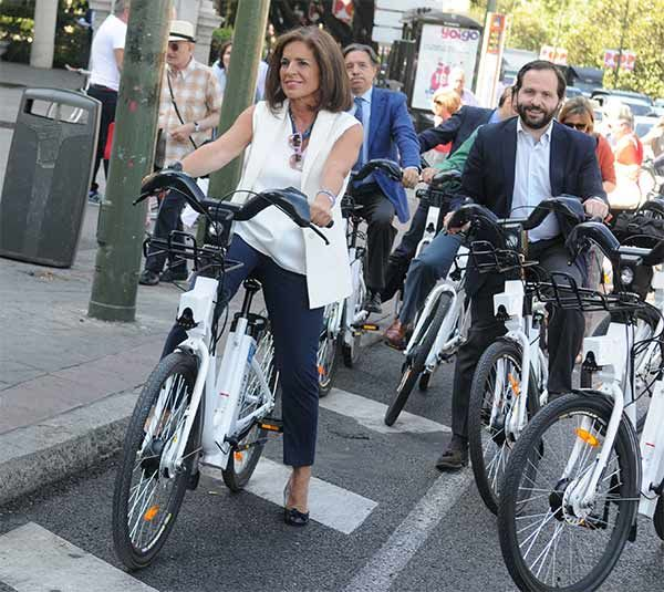 Ana Botella, presentando el BiciMad