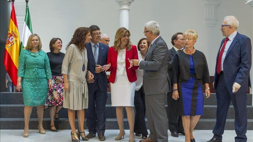 El Gobierno andaluz inicia su andadura con la toma de posesión de los consejeros
