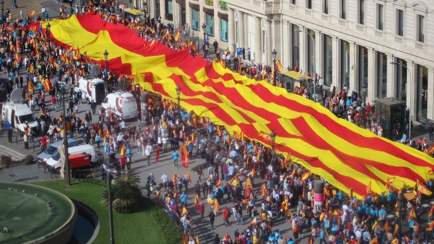 Imágenes de una concentración en Barcelona en 2013 por una Cataluña dentro de España, con doble bandera