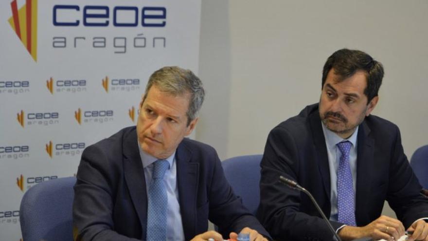 A la izquierda, el candidato de Ciudadanos a la Presidencia de Aragón, Daniel Pérez Calvo