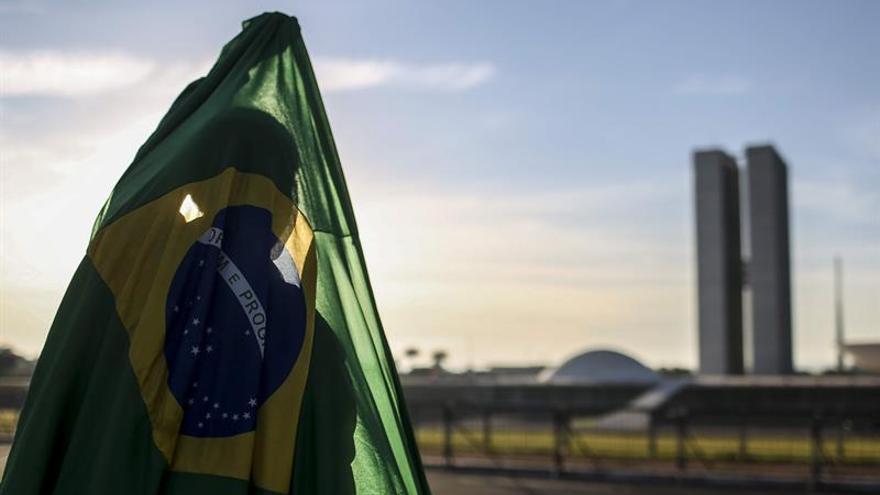 """Fuegos artificiales y llamamientos a la """"resistencia"""" ante el cambio en Brasil"""